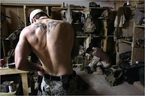 Preparandose para entrar en combate http://replicas-airsoft.com #SEALS #airsoft