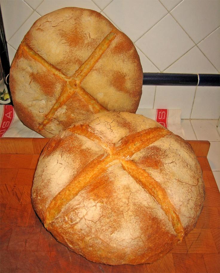 Il Pane di Altamura è un prodotto di panetteria tradizionale di Altamura, in provincia di Bari. È ottenuto dall'impiego di semole (molto ricca di glutine) rimacinate di varietà di grano duro coltivato nei territori dei comuni della Murgia. Nel luglio 2003, a livello europeo, il pane di Altamura è stato riconosciuto il marchio denominazione di origine protetta (DOP).