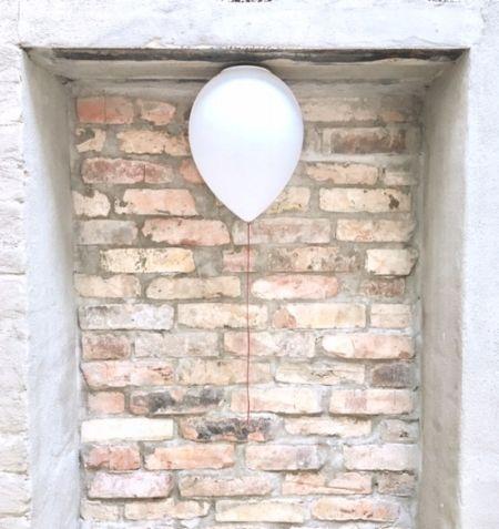 ...lass ihn fliegen!  balloon-Lampe von estiluz 🎈❤️ #interior #art #design #beauty #style #decoration #wohnen #einrichten #deko #object #colours #fürdasschöne #wow #99luftballons #berlin #nena #estiluz #müllerhaus #ballon #kinderzimmer #lampe #lamp #balloon #light #licht