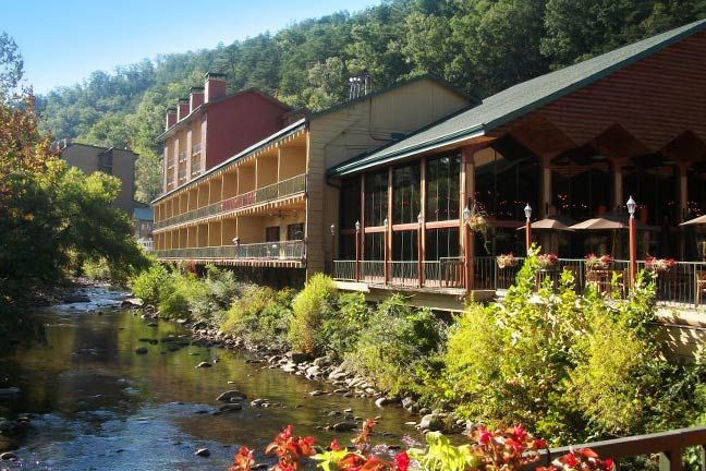 River Terrace Resort, a Gatlinburg resort near Pigeon Forge, is conveniently located in the center of Gatlinburg's attractions. Enjoy a scenic riverfront or Smoky Mountain view from your room's private balcony.