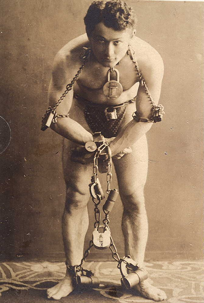 Houdini: Artists, Harry Houdini, Bathroom Wall, Chains, Science Natural, Milk Cans, The Great Escape, People, The Secret