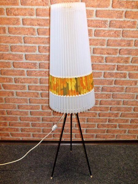 oltre 1000 idee su stehlampe mit schirm su pinterest. Black Bedroom Furniture Sets. Home Design Ideas