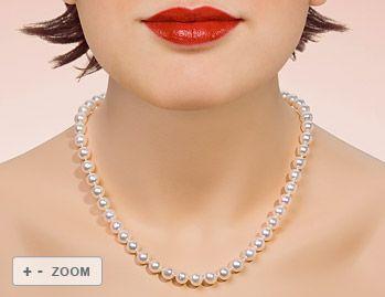 Akoya-Zuchtperl-Collier mit 52 schönen Akoyaperlen von 7,5 bis 8,0 mm mit 585 goldener Kugelschließe 9 mm poliert. Die Perlen haben einen guten Lüster mit wenig Wachstumsmerkmalen. Der Verlauf der Kette ist gleichmäßig. Der Verkehrswert (Wiederbeschaffungswert im Einzelhandel) liegt bei 1200 Euro. Wir verkaufen Ihnen diese wunderschöne Perlenkette für 590. http://www.perlen-perlenketten.de/bemakoya-perlenkette-embbrwei%C3%9F-7580-p-131.html