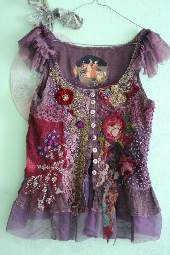 rendez-vous - unique shabby chic corsage, collage textile avec dentelle antique, perlant, corsage altérée, wearable art