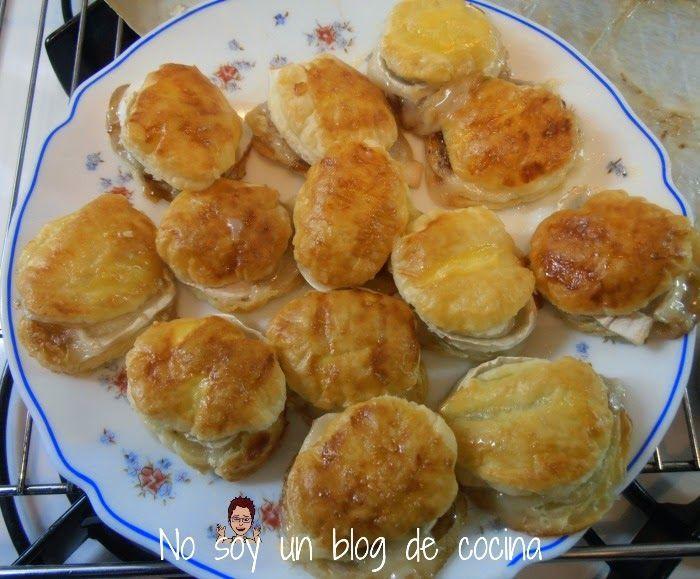 Hojaldres de cebolla caramelizada con queso de cabra