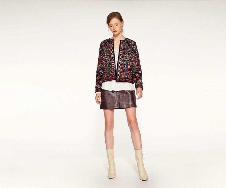 Minifalda efecto piel con cortes y costura vista. Cierre trasero de cremallera. Mujer,Faldas 028-058315101814