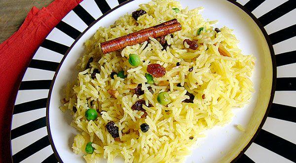 El arroz #pilaf o pilaw, hace referencia al modo tradicional de cocinar el #arroz, con hortalizas, pollo, condimentos… que produce un arroz muy suelto y especiado. El origen de este #plato se atribuye a los turcos o a los persas, y las variantes de pilaf son frecuentes en todo el Medio y Cercano Oriente.