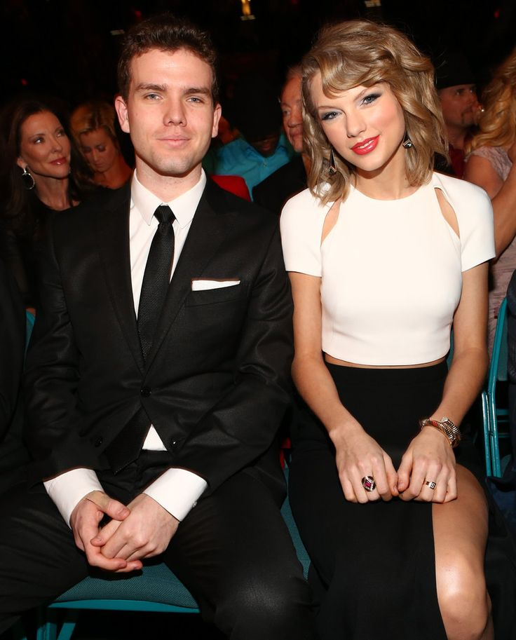 These Celebrities Have Ridiculously Good Looking Siblings, Yet We're Not Surprised - Taylor and brother Austin Swift.