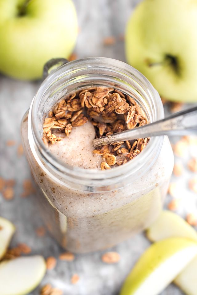 Enjoy the taste of apple pie for breakfast with this healthy apple pie oatmeal…