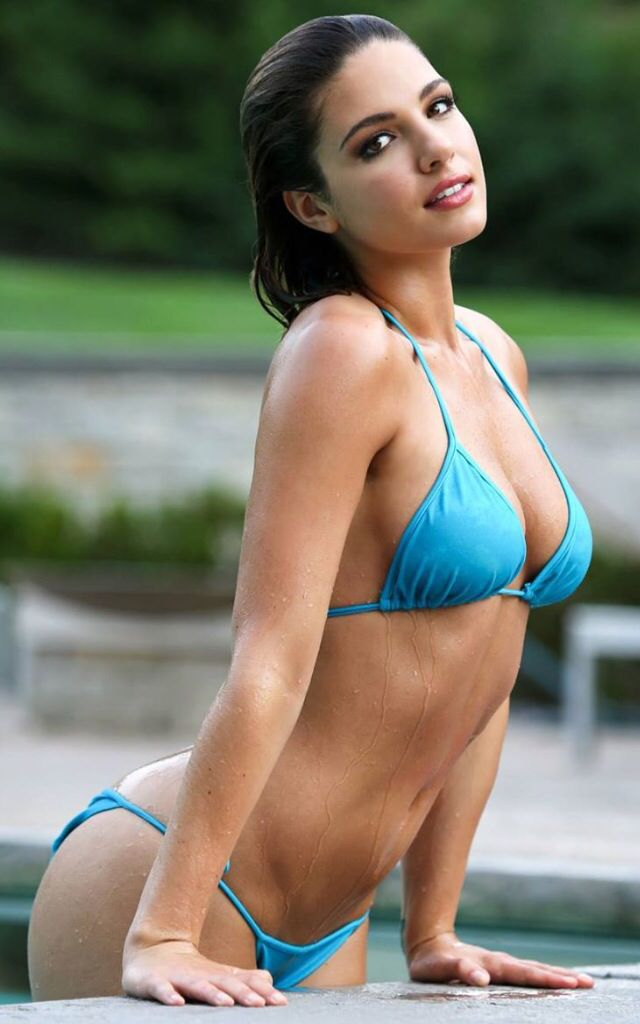 Jessica Ashley in sexy blue bikini. Calendars of sexy women at http://sexy-calendars.com/lingerie.htm