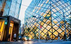 PRADA STORE DI TOKYO ARSITEKTUR YANG MENGAGUMKAN | ARTFORIA.COM  Berita Arsitektur Jepang – Jalan Besar Omotesando di Tokyo merupakan sebuah catwalk yang menakjubkan untuk bagi para kelas fashion kontemporer, dan pecinta arsitektur, Ketika anda sudah berpikir tidak ada lagi settingan toko yang lebih dari mengesankan di daerah itu, maka kalian pasti akan terkesan dengan toko utama Prada di sana.