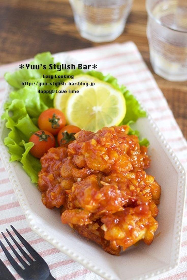 作り置きやお弁当にも♡『揚げ鶏のチリソースあえ』 by Yuu / 作り置きにもお弁当にも最適な男子が喜ぶ、ガッツリ系レシピ♪作り方は、もちろん簡単!鶏もも肉をサッと揚げてあとは、手作りのチリソースを絡めるだけ♡唐揚げ×甘酸っぱい味でご飯もお酒もすすみます♪ / Nadia
