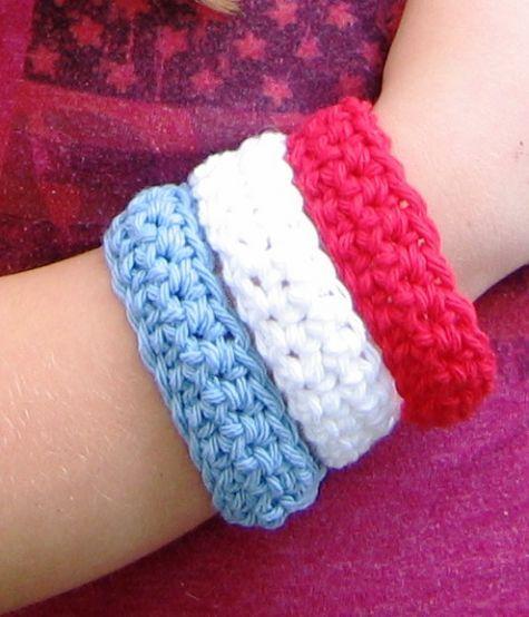 Just Make It: red-white-bleu bracelets. Free pattern.