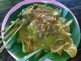 This is how normally Satay Padang / Sate Padang is served, a plate + banana leaf.