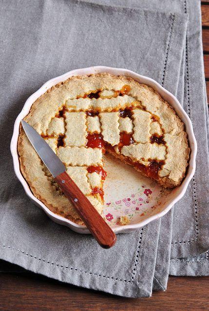 Crostata con fiocchi d'avena e marmellata d'albicocche