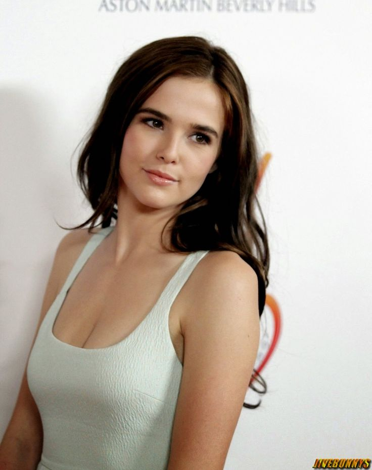 Zoey Deutch - Check eye cream reviews on social media: http://imgur.com/a/UUw3V