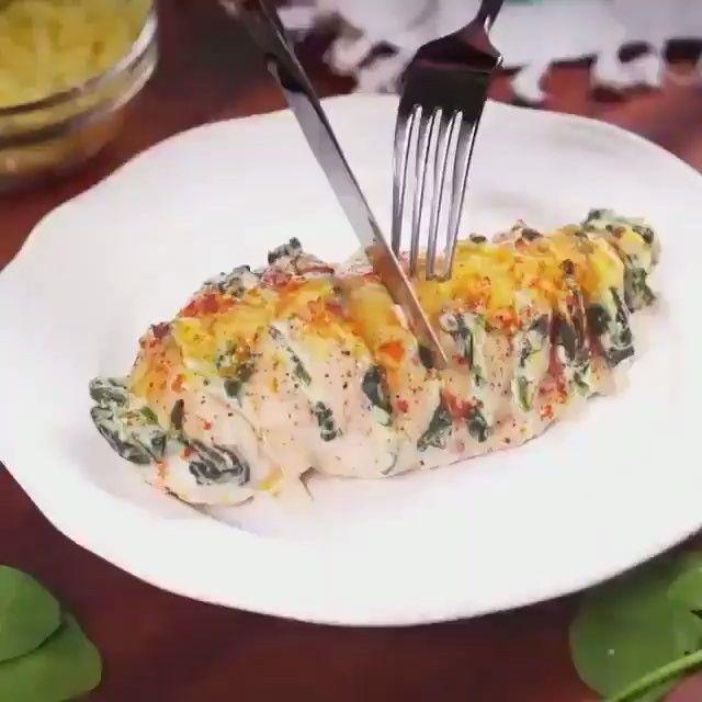 Грудка+шпинат+рикотта+специи и сыр по вкусу.Всё это в духовку на 200градусов на 20-25 минут.#приятногоаппетита