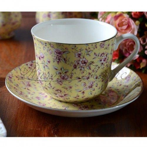 Ditsy Floral Yellow apró virágmintás, aranyozott szélű reggeliző készlet. A díszdoboz tartalma: egy porcelán bögre és  egy kistányér. A bögre kb. 400 ml-es űrtartalmú, a hozzá tartozó kistálka pedig kb. 17 cm-es. http://rusztikhome.hu/muzlis-talak-reggelizo-szettek/1252-ditsy-floral-grey-reggelizo-keszlet.html