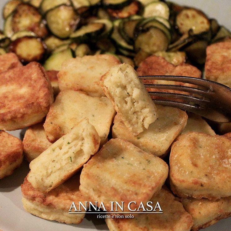 Finger food o secondo di pesce? Quadrotti di nasello  http://annaincasa.blogspot.com/2017/05/quadrotti-di-nasello.html #annaincasa#annaincasablog