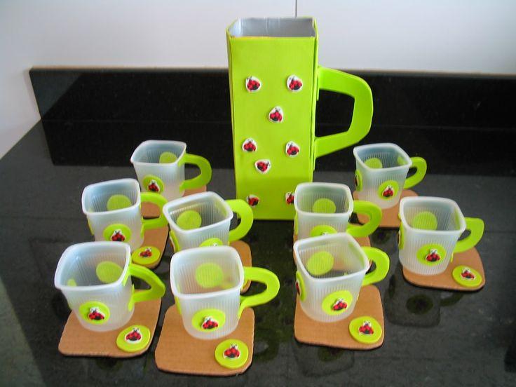Brinquedo com sucata: Jogo de chá feito com caixa de leite, papelão e potes de iogurte reciclados! - ESPAÇO EDUCAR