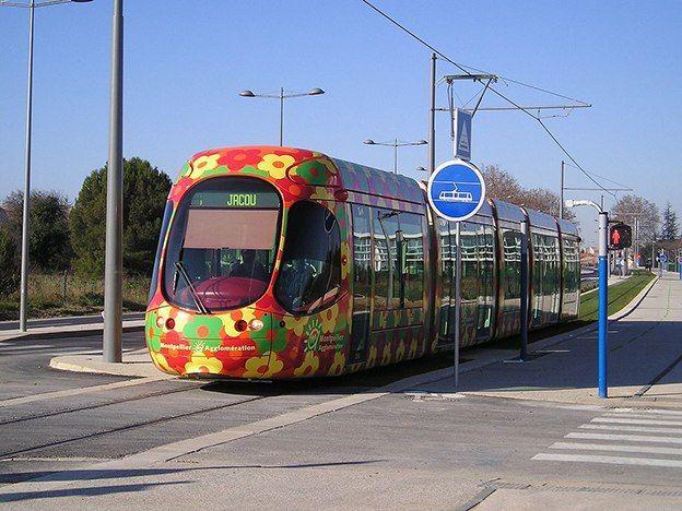Montpellier-Tram_StJdeVedas_T2_wikipedia commons