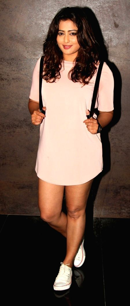 Nidhi Subbaiah Without Pants Exposing Her Thunder Thighs At Direct Ishq Screening - http://www.movierog.com/celebrity_gossips/nidhi-subbaiah-without-pants-exposing-her-thunder-thighs-at-direct-ishq-screening/