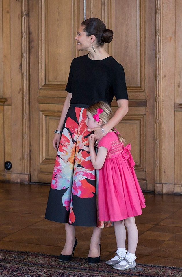 22 May 2017 - Crown Princess Victoria, Princess Estelle, Prince Oscar and Prince Carl Philip meet with the national ice hockey team - skirt by H&M