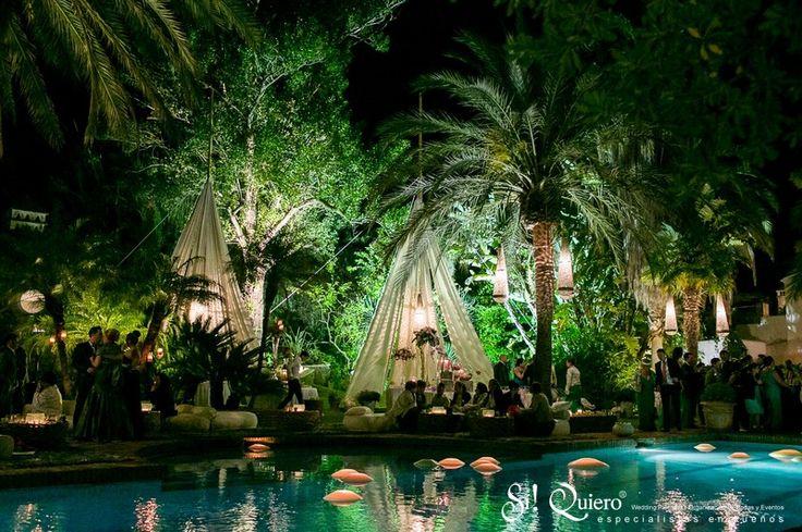 #Montaje al rededor de la #piscina // #Setup around a #pool | Goyo #Catering (2014) #Manilva #Boda #Wedding #Buffet Wedding Planner: @siquiero