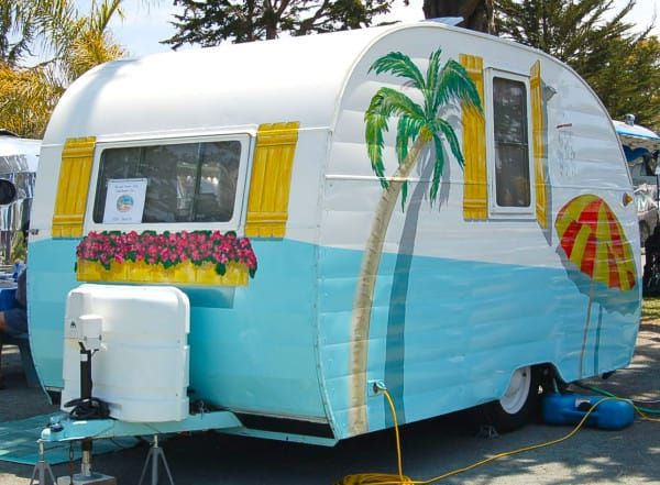 She Transformed A Vintage Trailer Into A Victorian House
