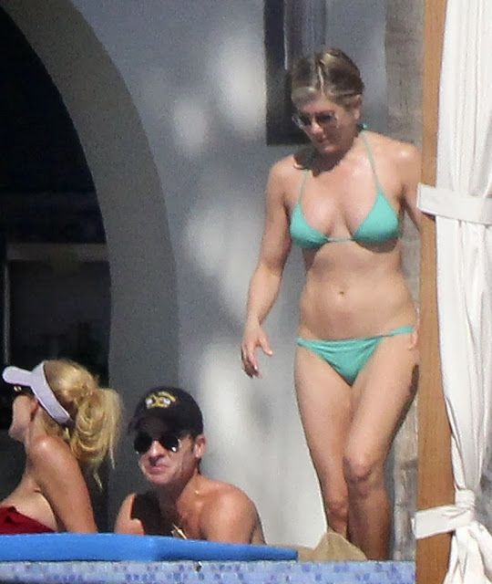 Celeb Diary: Jennifer Aniston & Justin Theroux in Cabo San Lucas, Mexic