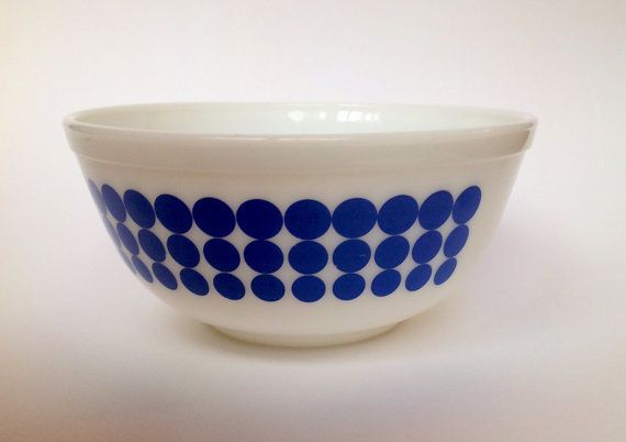 Pyrex Blue Dots 403 2.5 Qt by PyrexPeople on Etsy, $28.00