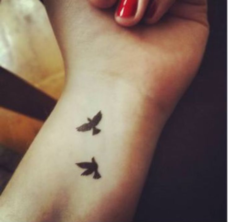 Tatouage nuque hirondelle signification - Tatouage hirondelle poignet ...