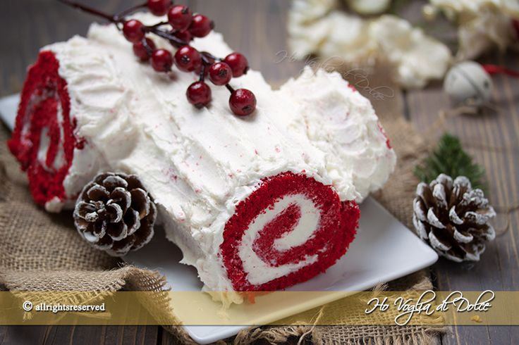 Tronchetto Red velvet un rotolo dolce di pasta biscotto farcito con crema al burro. Un dolce buonissimo per le Feste di Natale. Ricetta facile e veloce