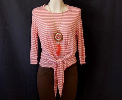 Luce casual y moderna con esta linda #blusa de #rayas