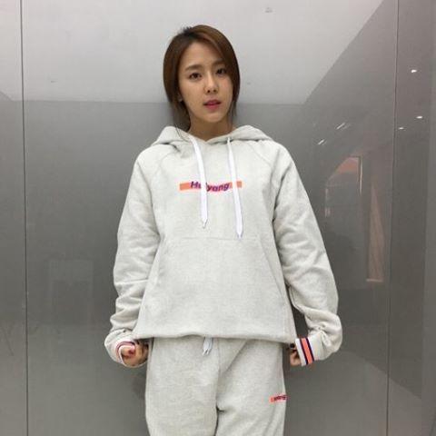 """halyang_official korean #singer #entertainer #예원 Thanks 🙏 🙏 #halyang #hoodie #pants  cr: halyang_official  """