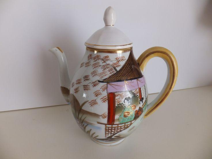 BULE EM PORCELANA JAPONESA https://olx.pt/anuncio/bule-antigo-em-porcelana-chinesa-IDyGMl1.html