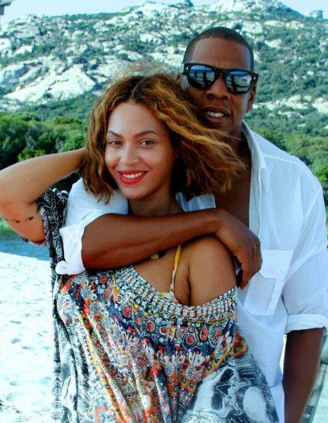 On les disait au bord de la séparation, ils le laissaient volontiers croire. Mais ça, c'était avant.  http://www.elle.fr/People/La-vie-des-people/News/Beyonce-et-Jay-Z-ont-renouvele-leurs-voeux-de-mariage-en-Corse-2786910