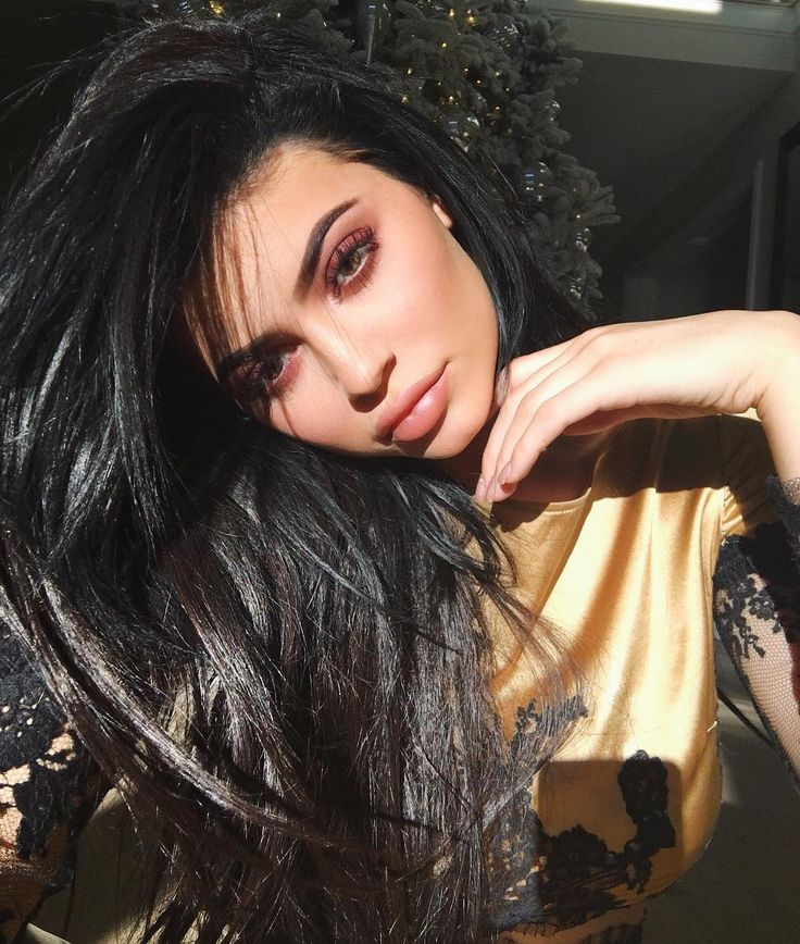 We already know that Kylie Jenner is the go-to celeb for everything lips. But while we were busy tracking her latest looks in that department, Jenner just slid in with an enviable eye that's perfect for the holidays. A photo posted by Kylie (@kyliejenner) on Dec 19, 2016 at 5:04pm PST The
