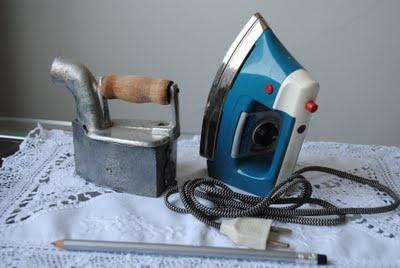 Brinquedo Mini Ferro de passar roupa a carvão em brasa de 1940...