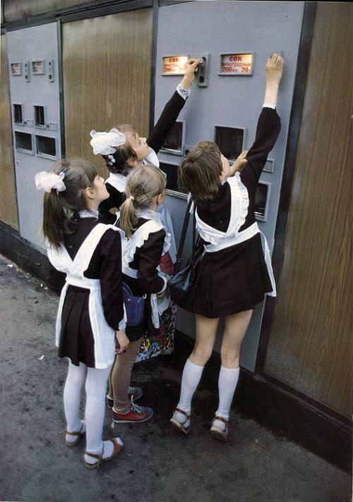 Soviet elementary girls in #school_uniform I use to wear one... very nostalgic