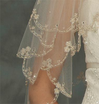 Stunning 2 Tier Vintage Beaded Lace Edge Champagne Bridal Veil