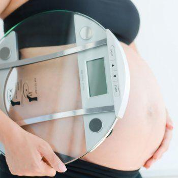 El peso durante el embarazo. Calculadora de peso ideal. Calculadora del peso óptimo de la mujer durante la gestación. GuiaInfantil.com les ofrece la posibilidad de saber si el peso de la embarazada es lo adecuado según la semana de gestación en que esté.