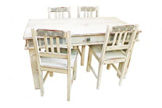 Postarzany stół z krzesłami