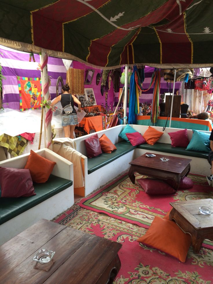 Las Dalias Ibiza - Hippy market.  http://blog.favoroute.com/visit-the-best-street-markets-in-the-world/