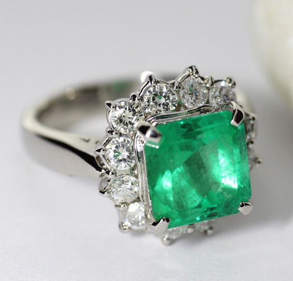 Online veilinghuis Catawiki: Platina ring met smaragd en briljant geslepen diamant - totaal 3.94 ct