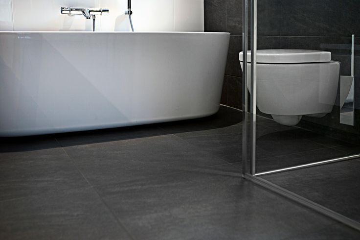 Modern, compact en van alle gemakken voorzien. Een plek om de dag ontspannen te beginnen en ontspannen te eindigen. Deze modern ingerichte badkamer voldoet aan alle eisen.