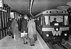 Eerste metro. Prinses Beatrix opent.