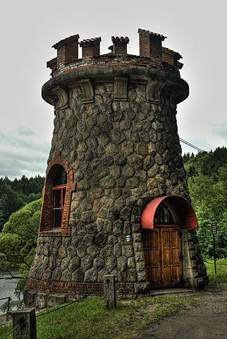 Les Království - levá šoupátková věž přehrada Dvůr Králové nad Labem