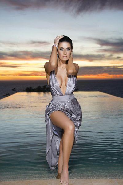 - Mayrin Villanueva en diminuto bikini
