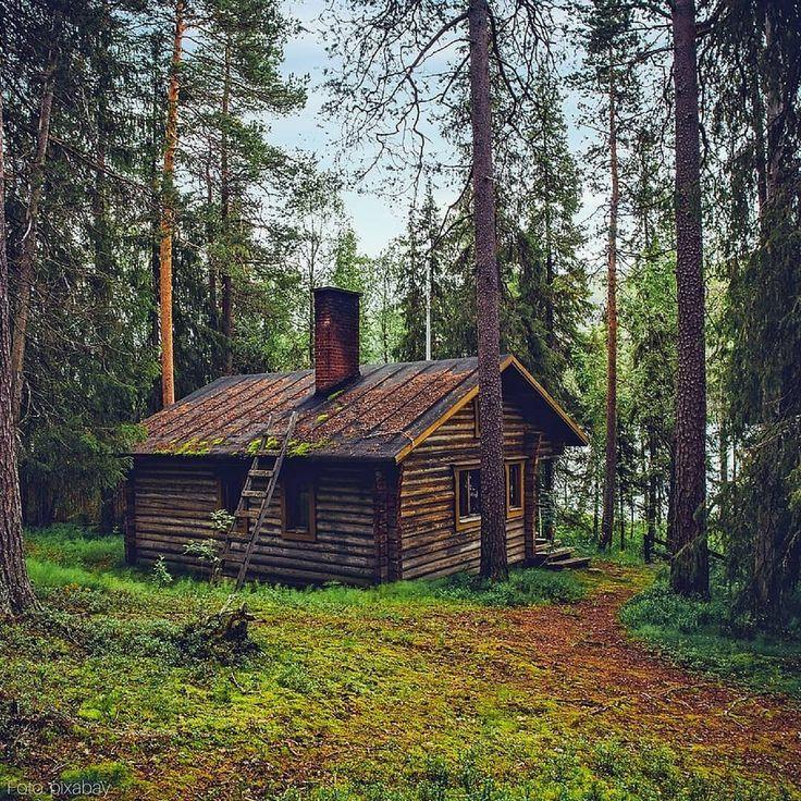 Wer hätte noch gerne ein Häuschen im Wald? 🇫🇮 Im Finnland-Urlaub ist das…